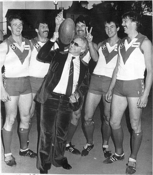 Geoffrey Edelsten after buying the Sydney Swans in 1985. Pictured with (from left): Anthony Daniher, Rod Carter, Steve Taubert, Mark Bayes and Craig Braddy