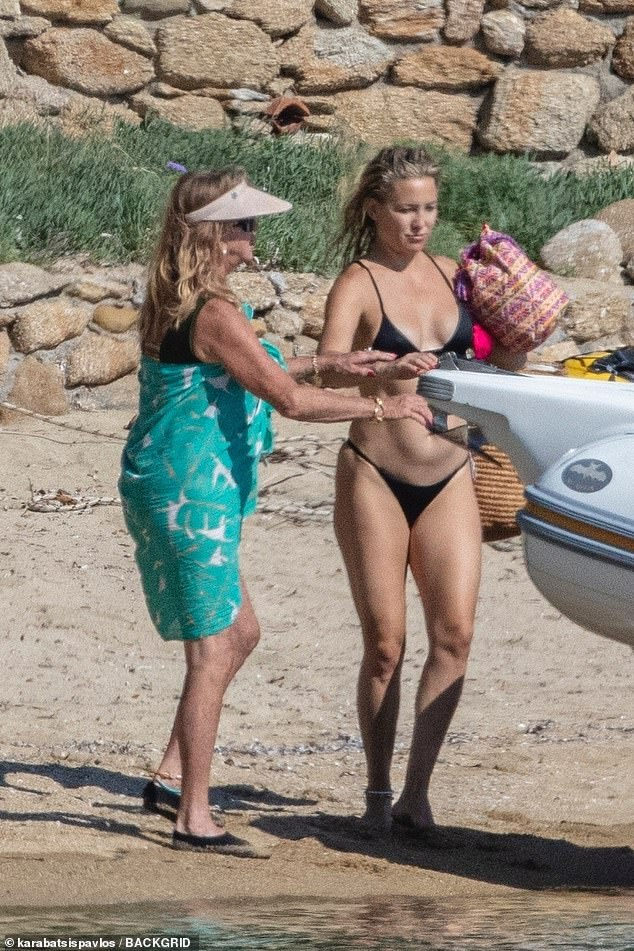 On dry land: Kate's mother Goldie Hawn gave her a helping hand as they unloaded things from the boat