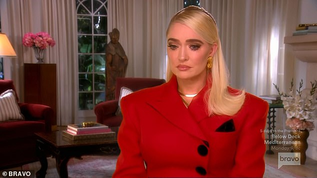 Discuss:The women sat down for a Parisian themed lunch full of caviar and champagne and didn¿t bring up Erika¿s divorce. Finally Erika said ¿Ok, let¿s discuss the elephant in the room
