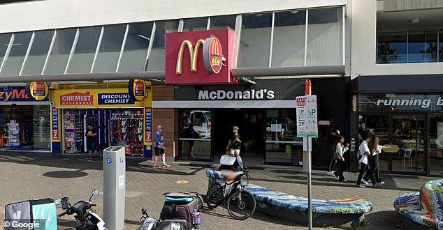 बोंडी बीच में मैकडॉनल्ड्स वायरस के संपर्क में आया है, जो 25 जून की सुबह रेस्तरां में परीक्षण करने और तुरंत अलग होने के लिए गया था