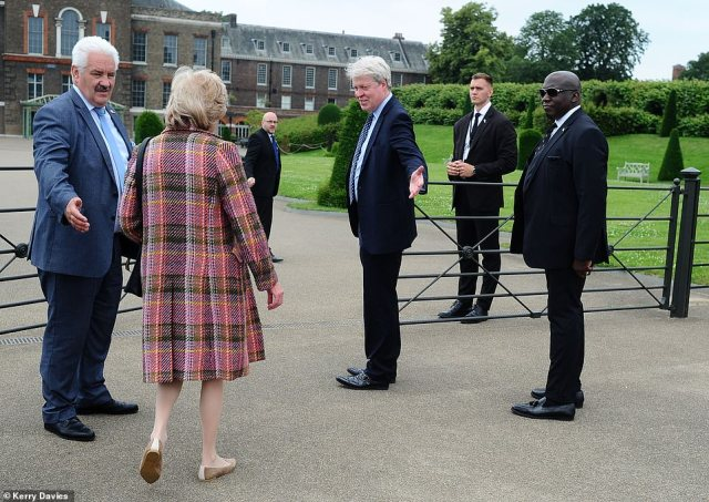 Diana's family were welcomed into the palace grounds ahead of the ceremony
