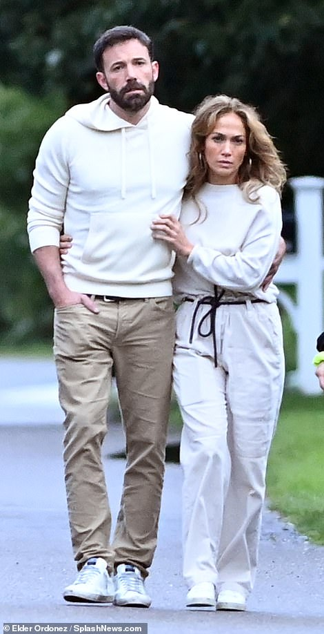 Jennifer Lopez and Ben Affleck can't keep their hands off each other on a  stroll in the Hamptons - Trends Wide