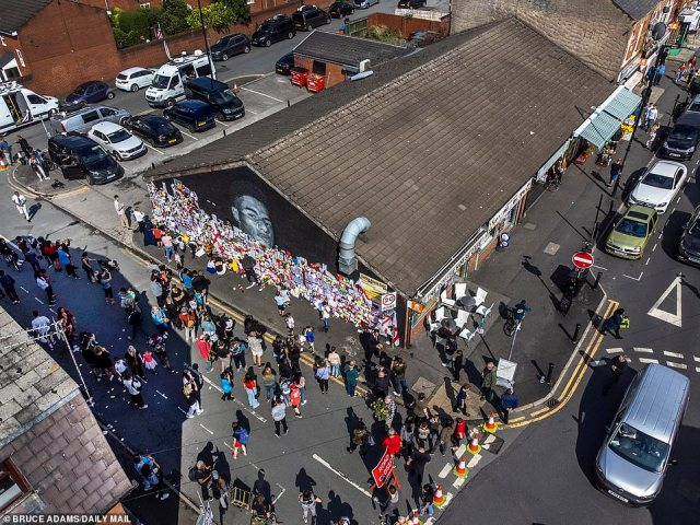 It comes after fans turned out to pin up messages of support for the star following the defacing of the mural in his home town of Withington