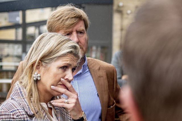 King Willem-Alexander and Queen Maxima are examining the damage caused by the storm in Valkenburg