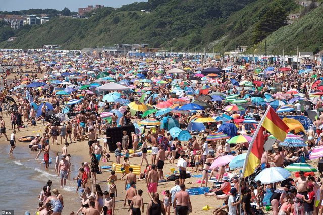 Sun lovers packed out Bournemouth beach today as the mercury topped 88F (31C) today