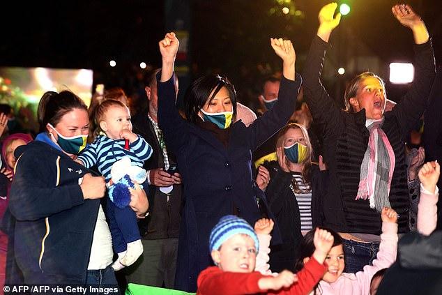 Families vieren feest in Brisbane nadat ze hebben gehoord dat de Olympische Spelen in 2032 naar Australië zullen komen