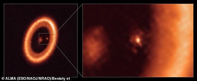 Deze afbeelding, gemaakt met de ALMA-telescoop, toont wijde (links) en close-up (rechts) beelden van de maanvormende schijf rond PDS 70c