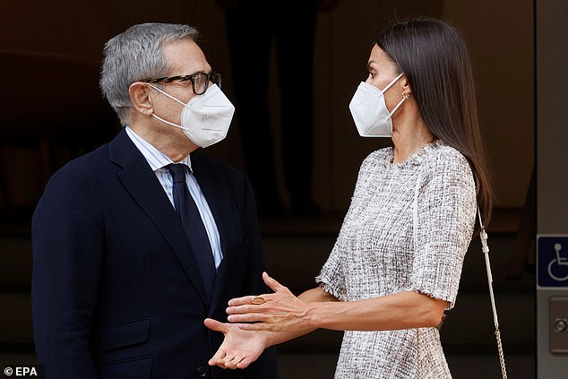 The Spanish Royal Family, who serves as Honorary President of the Spanish Cancer Society, was welcomed at the door by its President, Ramón Reyes (pictured left)