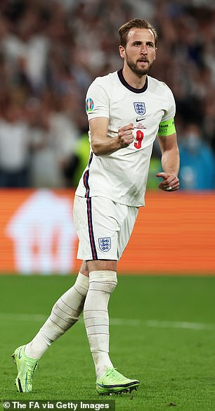 Tottenham and England striker Harry Kane is also a leading candidate to Sergio Aguero .  to replace