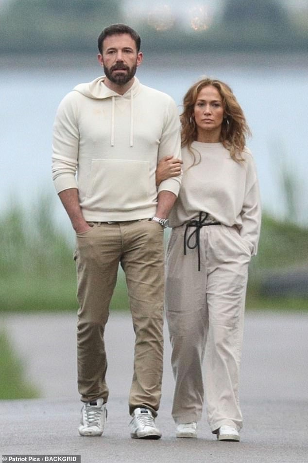 Back Together: Ben and Jennifer Arm in Arm in the Hamptons on July 4th