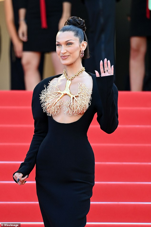 Stunning: Bella turned heads when she walked the red carpet in a low-cut black haute couture dress from Maison Schiaparelli and a gold lung necklace.  Photo July 2021