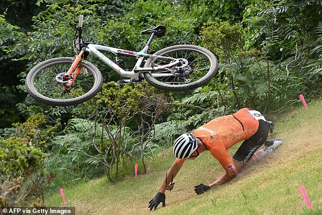 Van der Poel had forgotten about the wooden ramps removal before the start of the race, which lead him to crash and leave the race injured