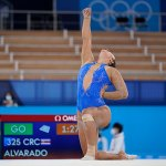 Costa Rican gymnast kneels and raises her fist in floor routine honoring Black Lives Matter 💥👩💥