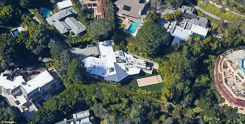 Aerial view of Gross' North Alpine rive property located in Beverly Hills, California
