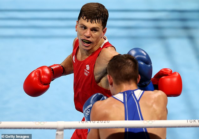 Pat McCormack qualified for the quarter-finals of the welterweight boxing after beating Belarus' Aliaksandr Radzionau