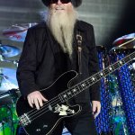 ZZ Top founding member Dusty Hill dies in his sleep at home in Texas at age 72 💥👩💥