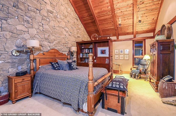 Come stay!The guest house, a bit more modest, sits on the cliffside and is 2,948 square feet