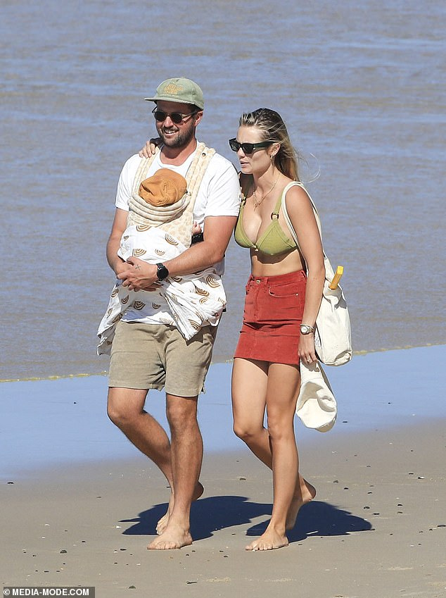 Fun in the sun!Elyse wore sunglasses and held a white bag as she walked alongside her fiancé Josh