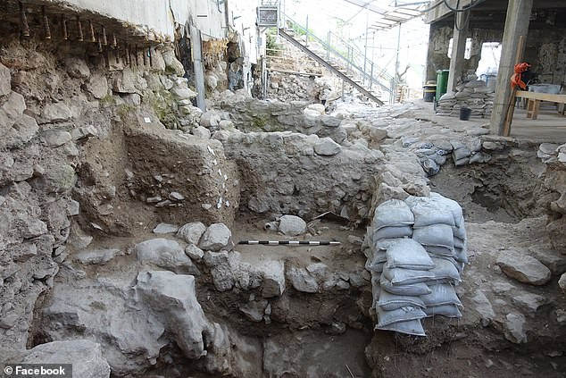 Researchers say that since there was no signs of fire or an ancient conquest the destruction had to have been caused by an earthquake that hit Israel during the 8th century BC. Pcutred are collapsed walls that ruins of the event