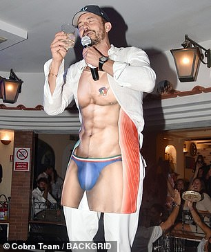 Enjoying yourself? Alluding to the Italian hunks he may have seen in Capri, Orlando wore the apron