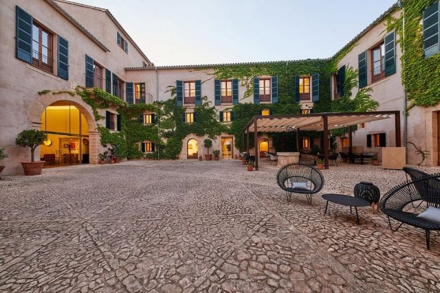 Zoetry Mallorcaused to be a Hilton but has recently been refurbished and become a jewel in the portfolio of U.S group Amresorts Collection