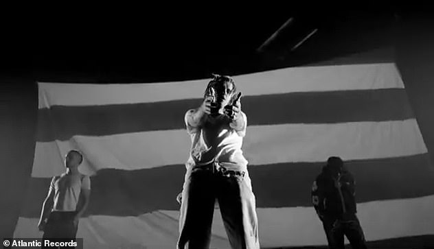 Stylized:The nearly three-minute visual commences with a black-and-white clip of Justin, as well as Toliver and Skrillex, standing before a large projection screen
