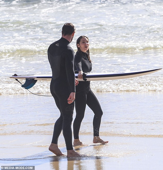 Matching:Chris and Spanish actress Elsa, who have been married for ten years, both wore matching black wetsuits for the surfing session
