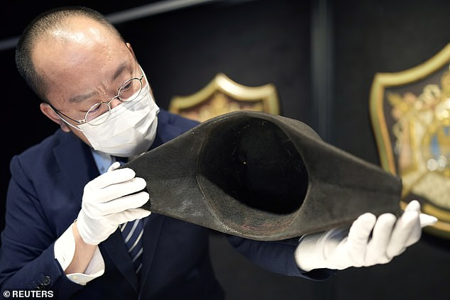 The two-cornered dress hat, which is the first ever discovered to contain the French commander¿s DNA, went on display in Hong Kong yesterday