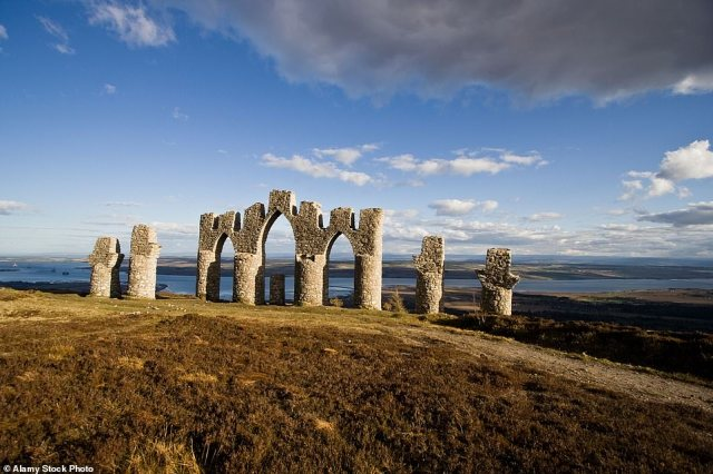The Novar Estate was founded by General Sir Hector Munro, a commander- in-chief of the British Army in India during the 1760s. The estate is the location of the Fyrish Monument (above), depicting the gates of Nagapattinam, an Indian port town captured by Munro