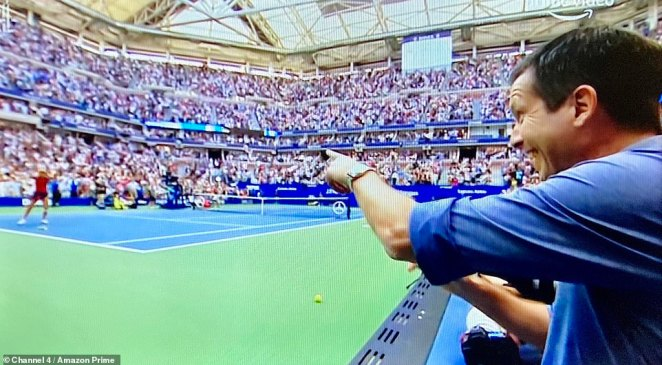 Tim Henman points atEmma Raducanu (left) as she wins her US Open final at Arthur Ashe Stadium in New York on Saturday