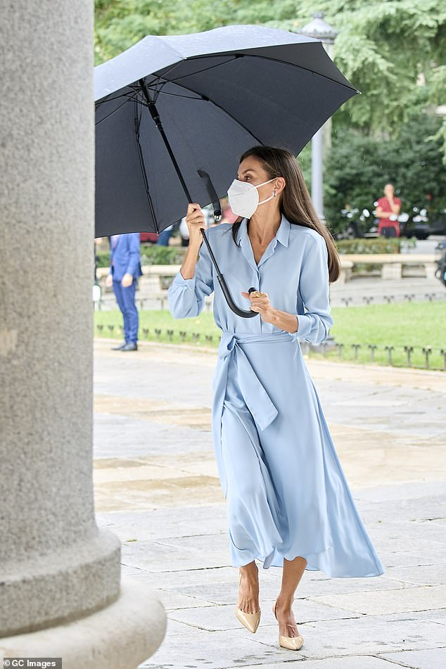 Queen Letizia of Spain was the picture of elegance as battled the rain ahead of her visit to a museum in Madrid this morning