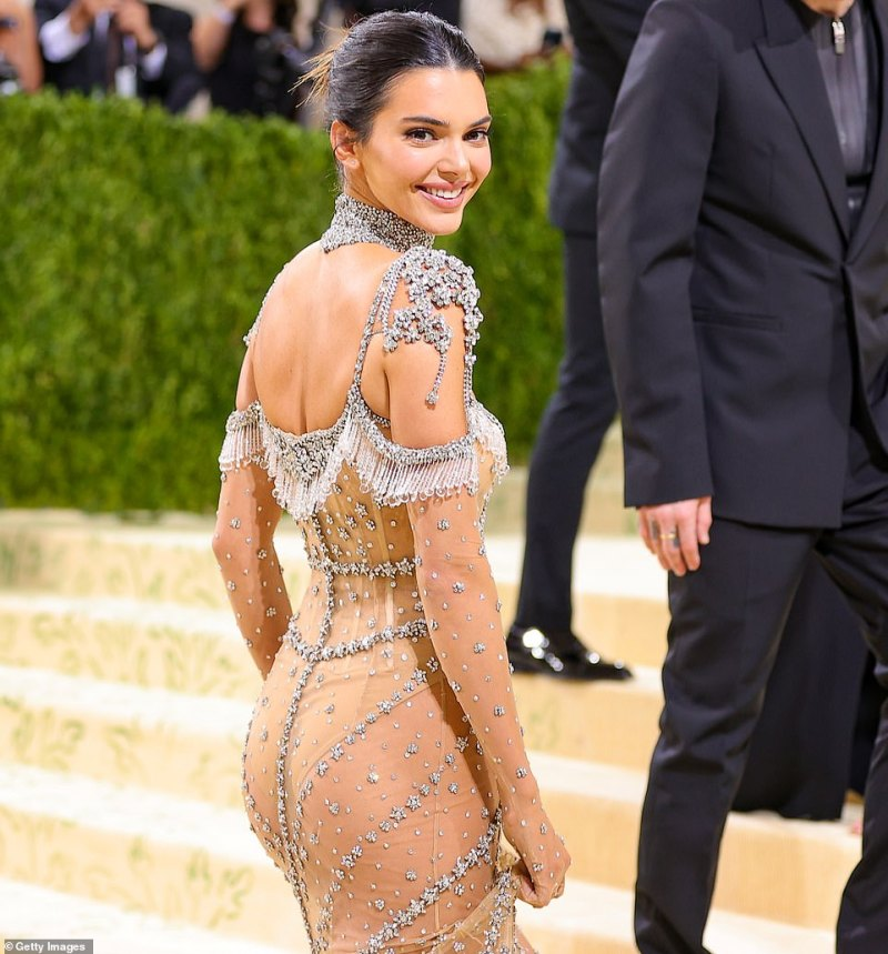 Beauty: The Keeping Up With The Kardashians beauty went for classic glam, opting for glowing skin, a shimmering brick lip, and lush eyelashes while pinning her dark locks out of her face into a neat chignon