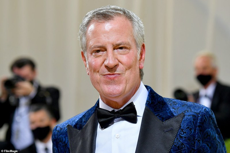 In an unexpected appearance, New York City Mayor Bill de Blasio arrived at The Metropolitan Museum of Art Monday night – despite previously criticizing and ridiculing the prominent event in 2019
