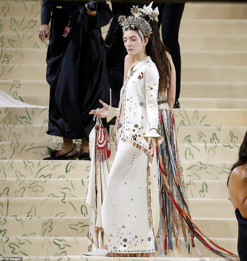 Singer Lorde wore an all white two piece with beaded detailing for the occasion, pairing the look with an extravagant headpiece