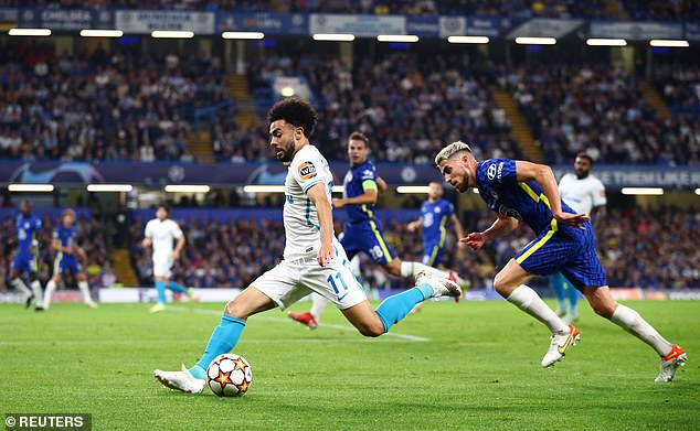 Chelsea got off to a slow start as their opponents made tackles and quickly broke through on turnovers with Claudinho (left) and Malcolm at the center of each counterattack.