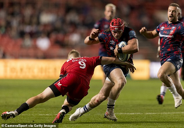 Charles Piutau stepped inside to feed Harry Thacke (right) for a nearly-try in the first 40