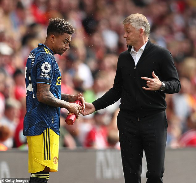 Manchester United manager Ole Gunnar Solskjaer is eager for Lingard to sign a new contract