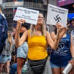 Hundreds of anti-vax passport protesters take to Times Square to condemn NYC's new mandates 💥👩💥