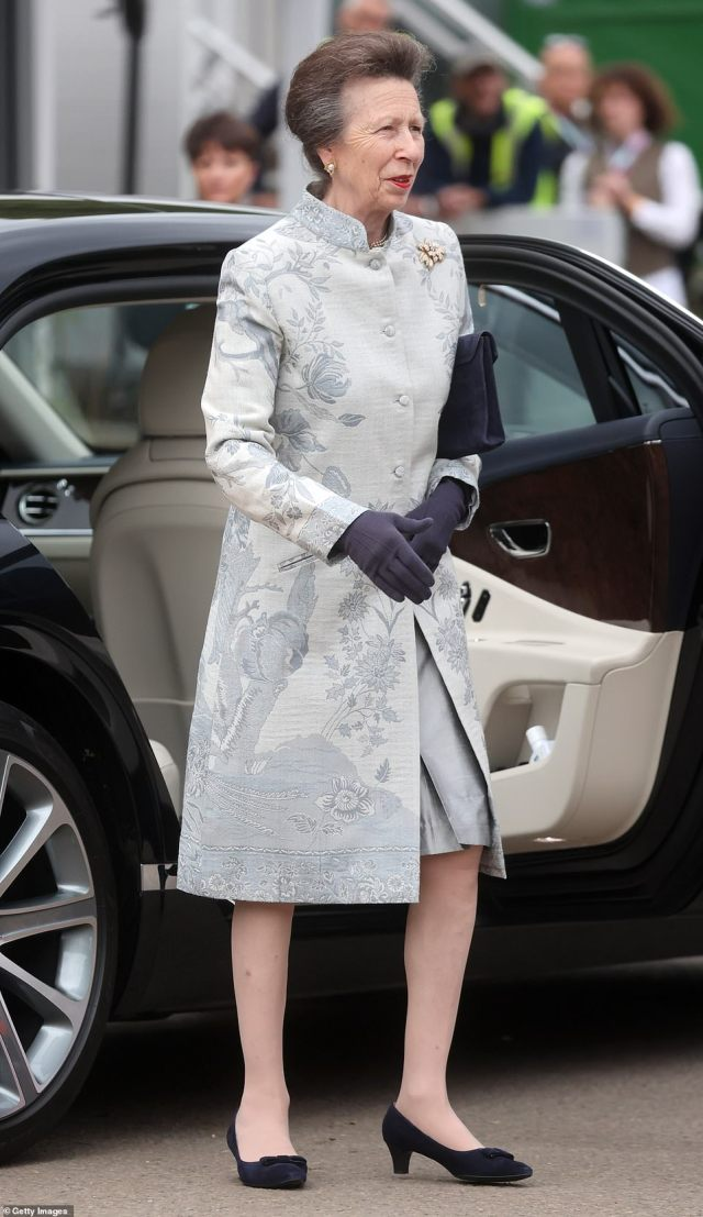 Anne opted for a blue-grey look sporting a button down coat with navy heels, gloves and bag as she stepped out the car today
