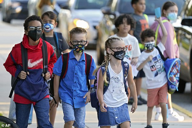 A new CDC report looked at nearly 1,000 K-12 schools in two Arizona counties with and without masks.  Image: Students arrive for the first day of school at Sesams Elementary School in Riverview, Florida in August 2021
