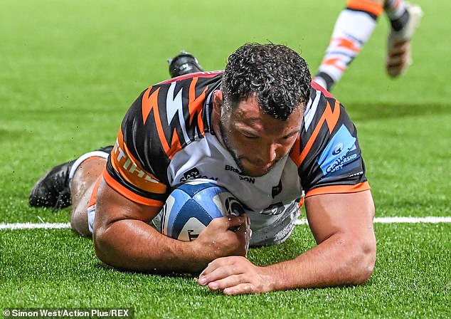 Hero Genge touches down but it was Nic Dolly who would score the decisive bonus-point try