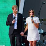 Prince Harry lets Meghan Markle to take the 'lead' during Global Citizen Live 💥👩💥