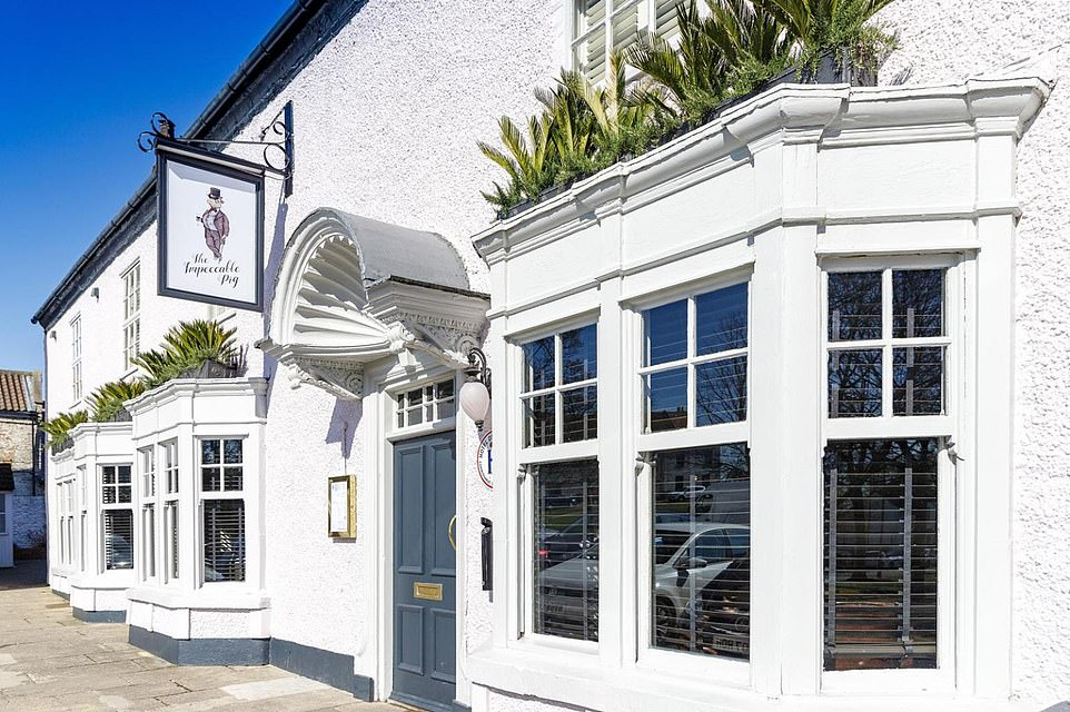 The Impeccable Pig's bar and restaurant serve delicious food all day, said the AA