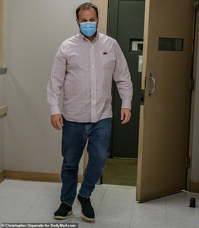 , Josh Duggar loses bid to suppress photographs photographs of his hands and feet at his trial, The Today News USA