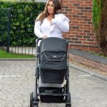 Lauren Goodger gives her adorable daughter Larose a kiss as she takes her for a stroll in Essex 💥👩💥💥👩💥