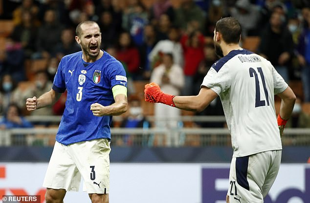 Chiellini celebrates with Gianluigi Donnarumma afterLorenzo Pellegrini pulled a goal back