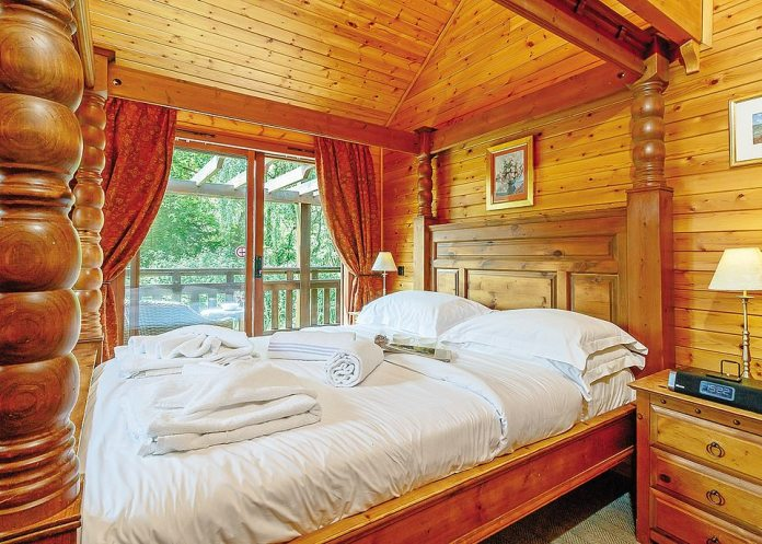 Inside the lodge, there'san enormous four-poster bed to help soothe post-hike aches and pains