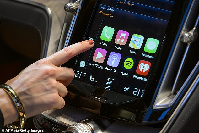 Apple wants to expand the reach of CarPlay and control the car's climate, radio and the way a person sits