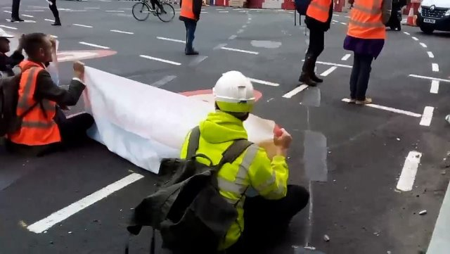 It came after more than 100 activists were served with an injunction against road-blocking earlier in the week at court