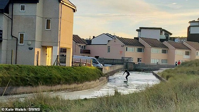 , Instructor takes Britain's coolest commute as he rides tidal bore wave home after finishing work, The Today News USA